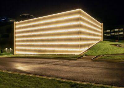 INOVA SCHAR CANCER INSTITUTE, VA   Photo © Harry Vitebski   Image is Property of Apogee Lighting Holdings